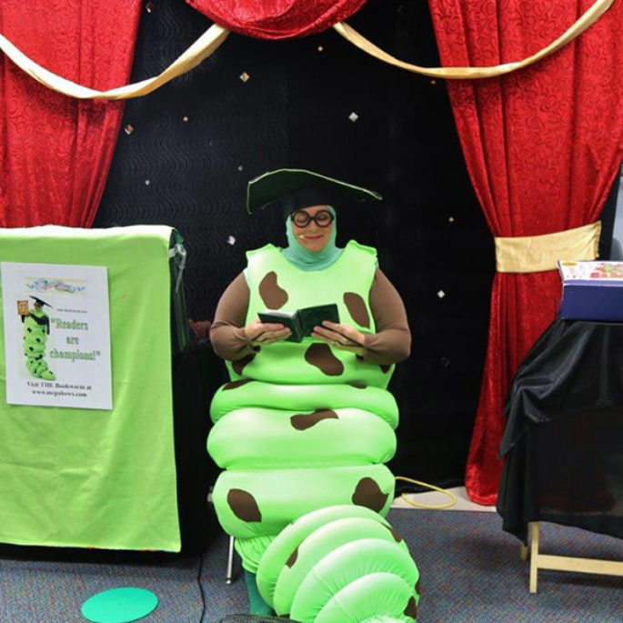 Margaret Clauder: Let's Read with the Bookworm